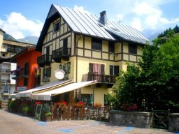 The real Alp-style mountain chalet